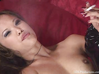 marie smiles - smoking obsess at dragginladies