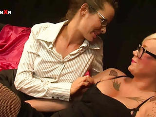 mandy cinn and amica bentley inside extremely