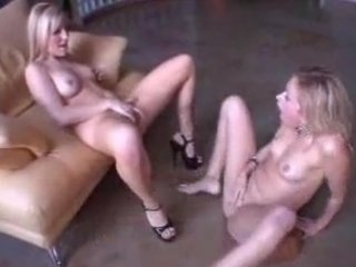 lesbos squirt