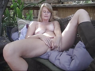 grownup sonia solo masturbating