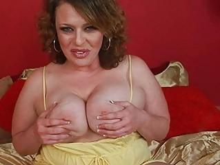 sweet big brunette momma sticks big didlo up her