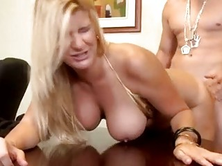 robbye bentley acquires her hair pulled as